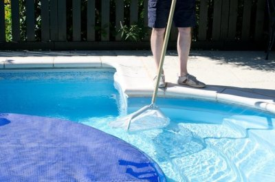 What to Consider When Hiring Experts for Your Pool Repair Needs